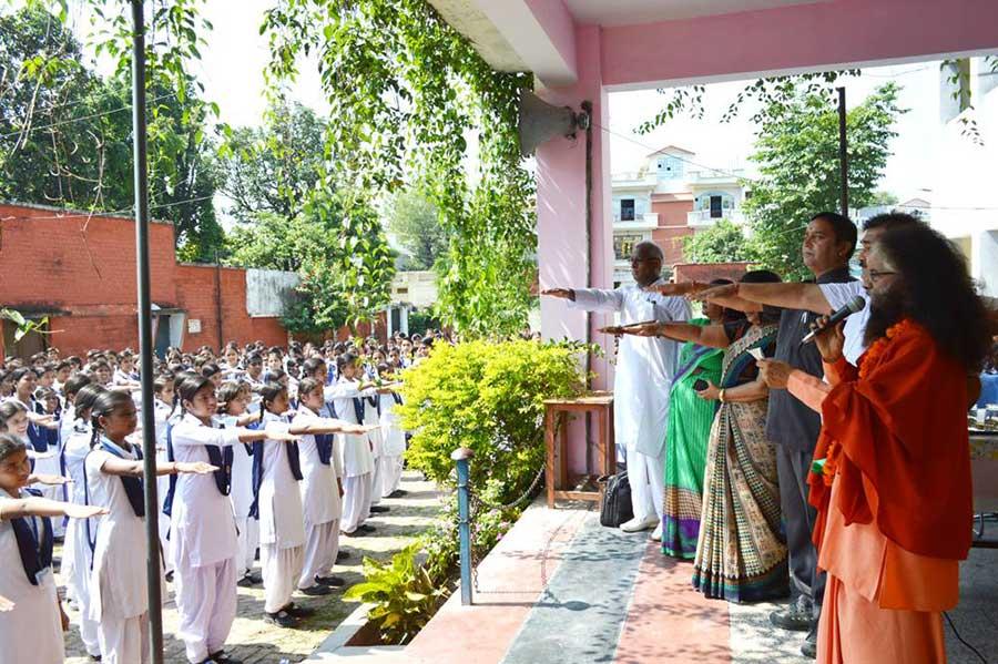 Himalaya-Day-Pledge-by-2000-Girls-to-Protect-Himalayas-(1)