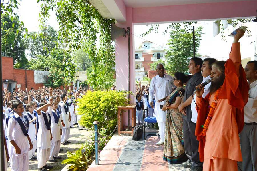 Himalaya-Day-Pledge-by-2000-Girls-to-Protect-Himalayas-(7)