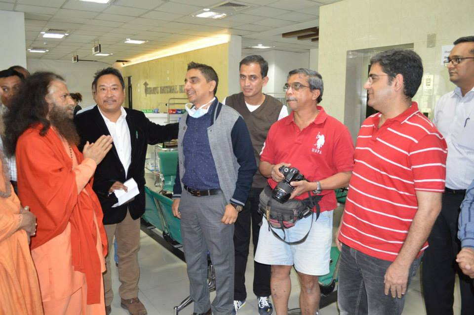 Pujya Swamiji Meets Patients in Nepal (2)