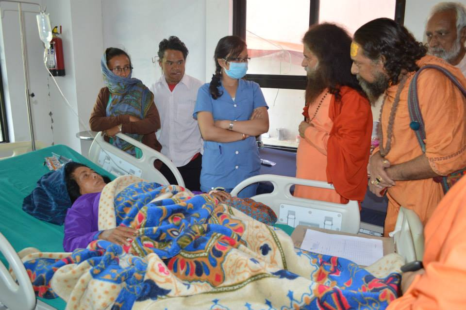 Pujya Swamiji Meets Patients in Nepal (5)