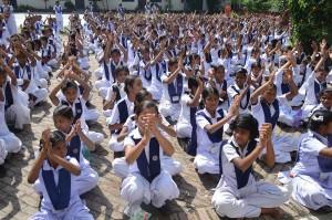 Himalaya-Day-Pledge-by-2000-Girls-to-Protect-Himalayas-(3)